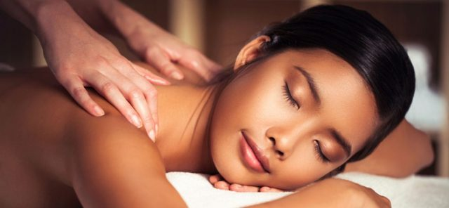 Massage Therapist in Mississauga Using Therapy to Treat Body Pain
